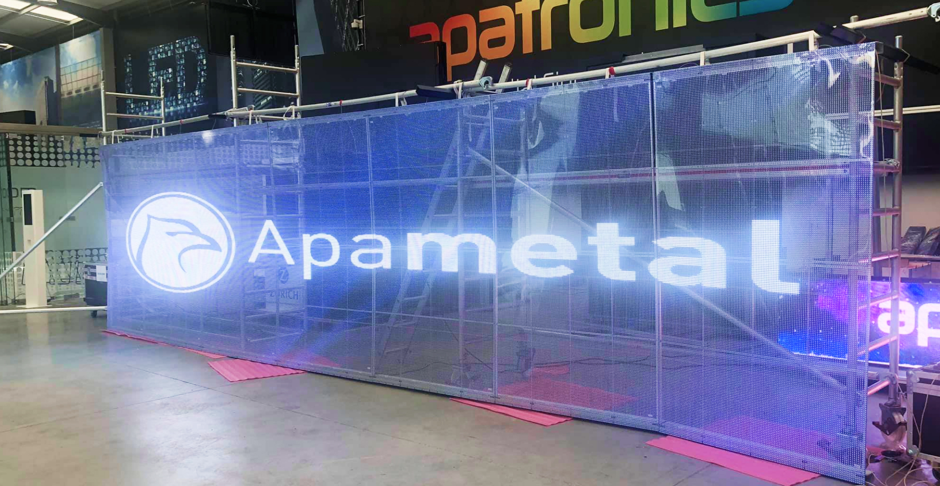 Painel Led Transparent Series 8640mm x 2240mm SMD10 High Brightness (5500 nits) da Apatronics